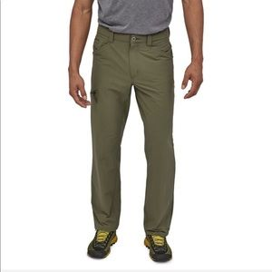 Patagonia Men's Quandary Pants in Industrial Green